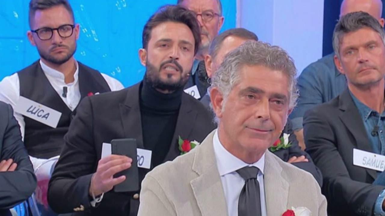 """Uomini e Donne, """"Sei un sogno proibito"""" i messaggi compromettenti di Juan Luis alla sorella di Armando"""